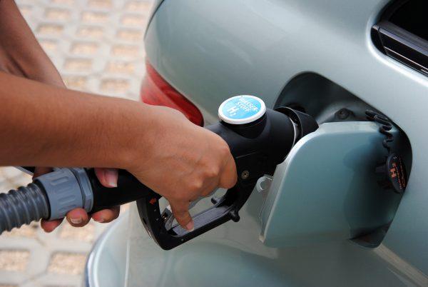 Betankung eines Brennstoffzellenautos mit Wasserstoff