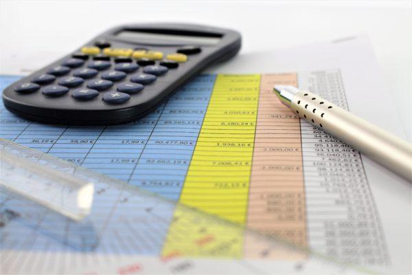 Taschenrechner, Stift, Excel-Tabelle