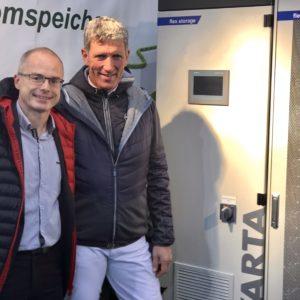Ludger Beerbaum (rechts), Volker Dietrich, Sales Manager VARTA Storage (links)