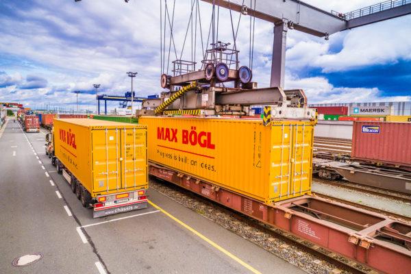 Verladung, Güterzug, Container, Max Bögl
